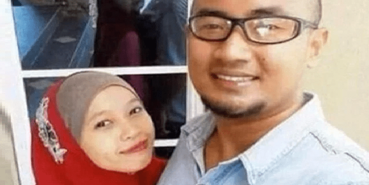 Creepy Muslim Couple's Selfie Show Reflection Looking in a DIFFERENT Direction - World Of Buzz 1