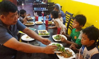 Chinese Man named a Hero as he Helped a Malay Family to Break Fast - World Of Buzz