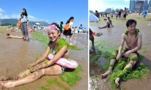 Covering Yourself In Algae Is The New Thing For Chinese Beachgoers - World Of Buzz 14