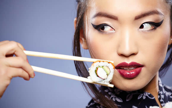 Want To Get Closer To Someone? Science Suggests To Eat The Same Food - World Of Buzz