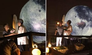 Chinese Grandfather brought the moon for his wife to celebrate Mid-Autumn Festival - World Of Buzz