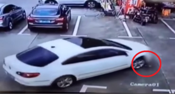 Chinese Woman Uses Phone Whilst Driving, Accidentally Runs Over Three Kids - World Of Buzz 1