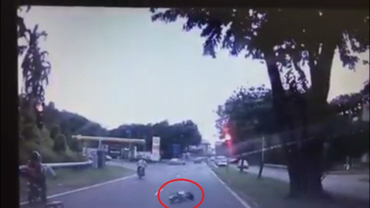 Heartless motorcyclist hits school girl and rides off - World Of Buzz 1