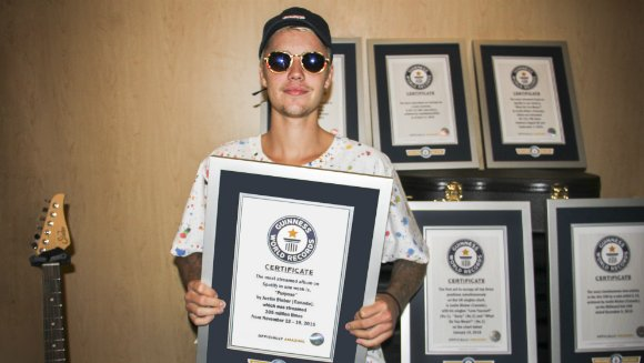 Justin Bieber Snags 8 Guinness World Records - World Of Buzz 1
