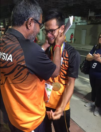 Malaysian Paralympic Gold Medalists Singing 'Negaraku' Will Break Your Heart - World Of Buzz 1