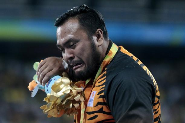 Malaysian Paralympic Gold Medalists Singing 'Negaraku' Will Break Your Heart - World Of Buzz 2