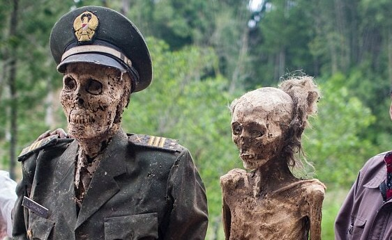 Ma'nene Festival: A creepy ritual where dead relatives are dug up for a family picture every 3 years - World Of Buzz 1