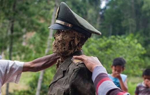 Ma'nene Festival: A creepy ritual where dead relatives are dug up for a family picture every 3 years - World Of Buzz 2