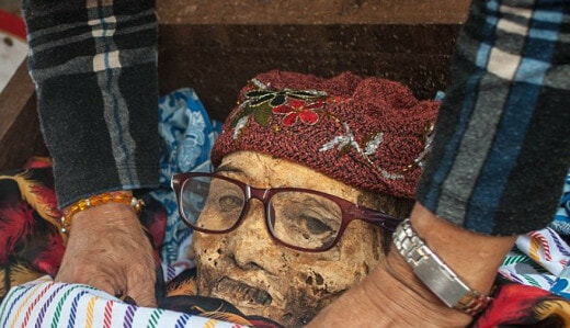 Ma'nene Festival: A creepy ritual where dead relatives are dug up for a family picture every 3 years - World Of Buzz 3