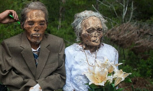 Ma'nene Festival: A creepy ritual where dead relatives are dug up for a family picture every 3 years - World Of Buzz