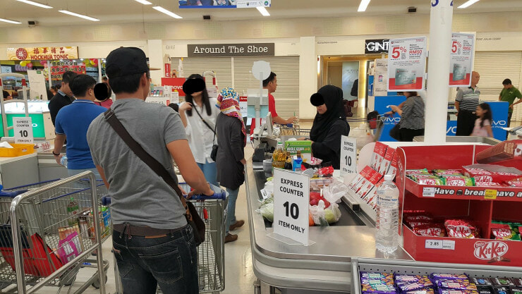 "Stubborn Malaysian Abused ""Express Counter"" in Tesco Despite Being Advised Not To - World Of Buzz 2"