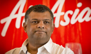 Tony Fernandes Steps In And Apologises To Angry Netizens After Flight Attendant Was Forced To Lie Prostrate As An Apology To Passenger - World Of Buzz 3
