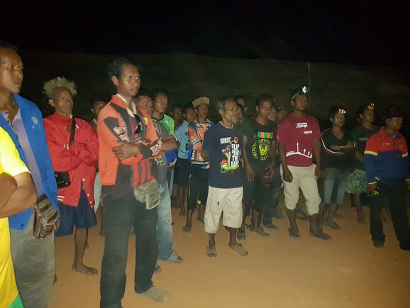 """War In Malaysia! Orang Asli Activists Fight Loggers Who Invade Their """"Ancestral Land"""" - World Of Buzz 3"""