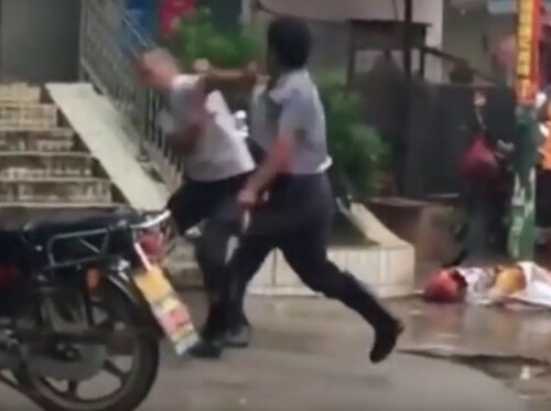 World's Most Pariah Kung Fu Battle Goes Viral [Video] - World Of Buzz 2