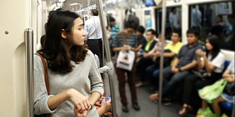 12 Struggles Every Malaysian Who Takes the Public Transport Will Understand - World Of Buzz