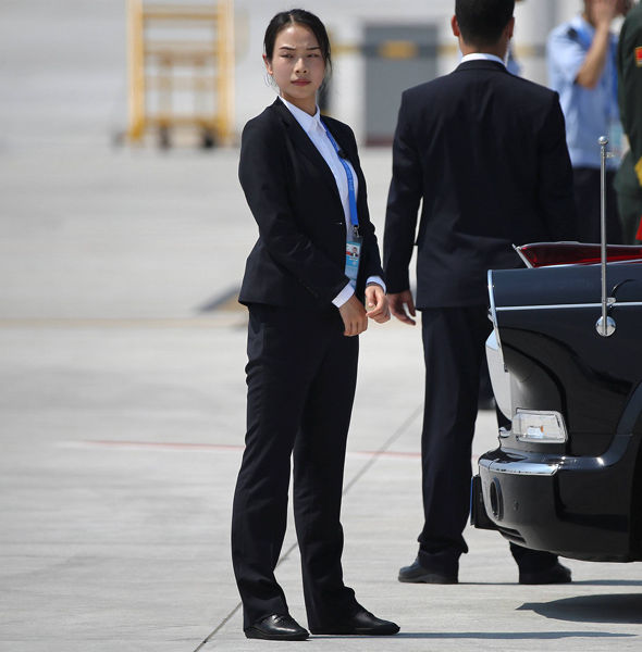 Check out the Female Chinese Bodyguard that becomes an Internet Sensation - World Of Buzz 2