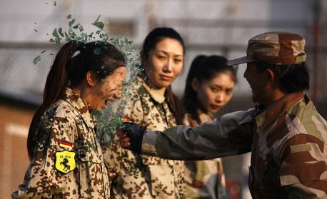 Check out the Female Chinese Bodyguard that becomes an Internet Sensation - World Of Buzz 6