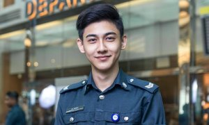 Handsome Singaporean Airport Officer Who Went Viral Is Finally Identified! - World Of Buzz 3