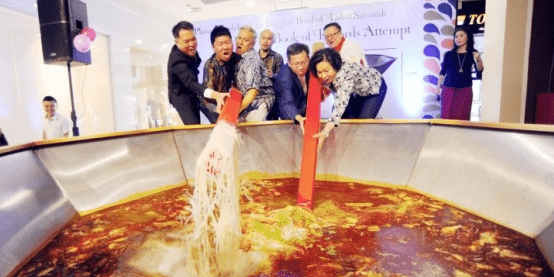 """Malaysia Set Record for """"Biggest Laksa"""", Throws Away The Whole Thing - World Of Buzz"""