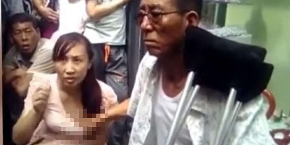 Man holds on to woman's BOOBS to read her Fortune - World Of Buzz 3