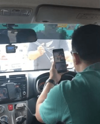 Penang Airport Limo Drivers Block Uber Driver And Tries To Steal His Passengers! - World Of Buzz 1