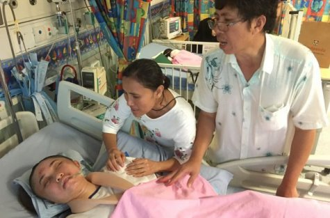 Thai Girl Fighting For Her Life In Singapore Hospital, Father In Debt To Pay For Her Bills - World Of Buzz 1