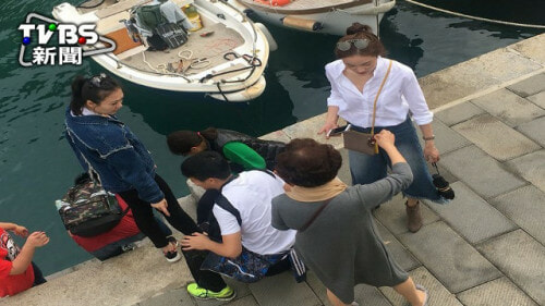 Chinese Tourists Caught Stealing Marine Animals From A Sleepy Fishing Village - World Of Buzz 4