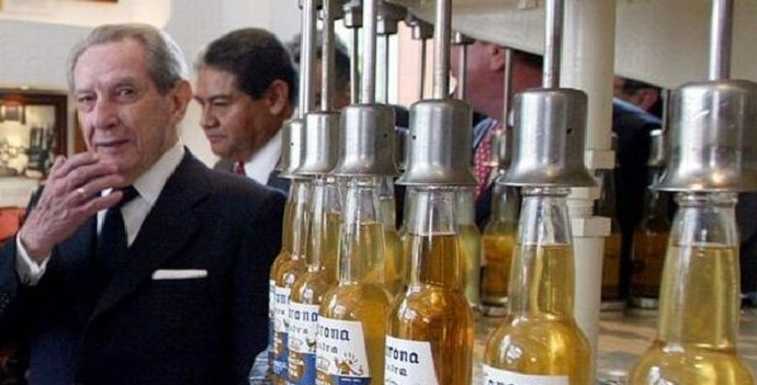 Corona Beer Inventor Makes Everybody in His Hometown a Millionaire - World Of Buzz 6