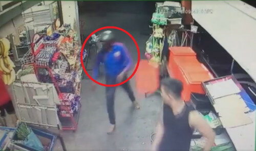Hero Shopkeeper Defends Local Sundry Shop From Two Robbers With MACHETES - World Of Buzz 1