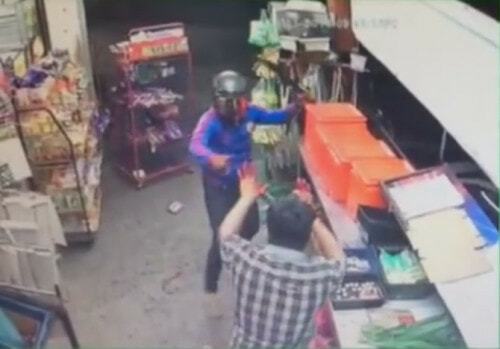 Hero Shopkeeper Defends Local Sundry Shop From Two Robbers With MACHETES - World Of Buzz 4
