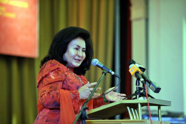 'I've Never Had A Facebook Account' Rosmah Says While Encouraging People To Use It Wisely - World Of Buzz
