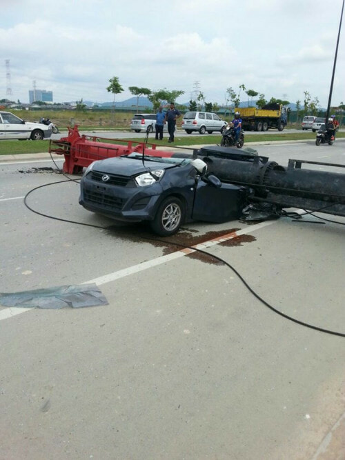 Malaysian Man And Woman Die After Construction Pile Driver Crushed Their Car - World Of Buzz 1
