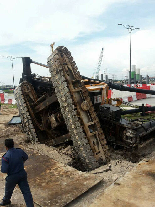Malaysian Man And Woman Die After Construction Pile Driver Crushed Their Car - World Of Buzz 8