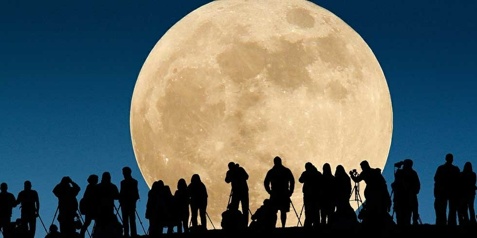 Supermoon Sighting From 7:24pm And Until 9:54pm On November 14 In Malaysia - World Of Buzz 3