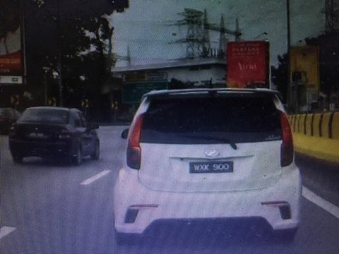 This White Myvi Caused A Massive Jam And A Six-Car Accident On The LDP - World Of Buzz 4