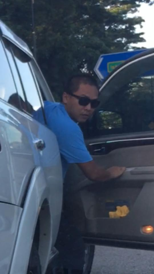 Angry Guy Reversed Into A Lady's Car In The Middle Of Road - World Of Buzz