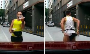 Angry Man Shows Middle Finger And His Butt At Singapore Lady After She Honked At Him - World Of Buzz 2