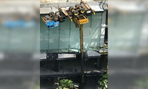 Crane Overturned Hanging On Fourth Floor - World Of Buzz 4