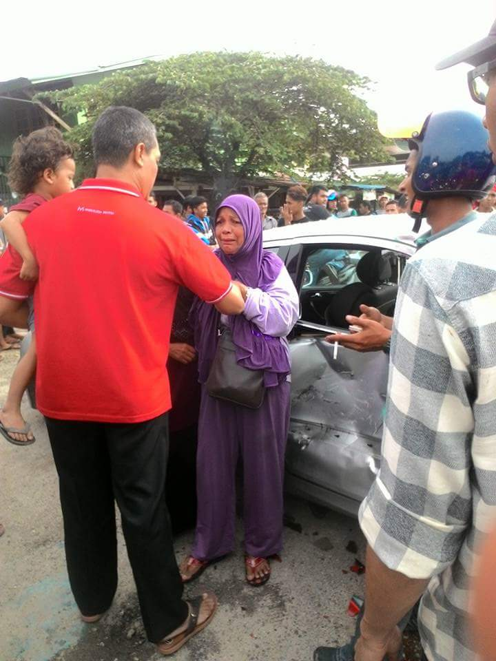 Malaysian Youngster Rudely Yelled And Pointed At Elder Lady After An Accident - World Of Buzz