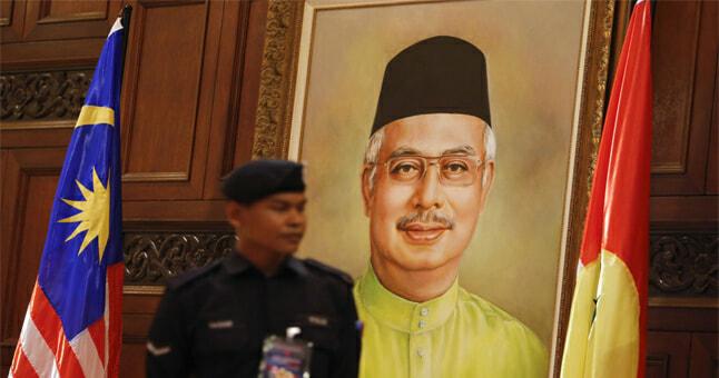 Najib's Portrait Taken Down In International Expo For Embarrassing Malaysia - World Of Buzz 6