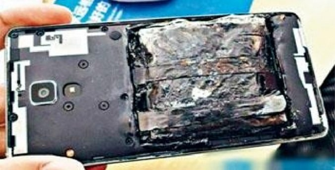 Xiaomi Smartphone Lying Idle On Table Suddenly Explodes - World Of Buzz 4