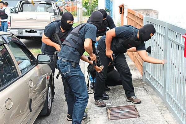 8 People Arrested For Drug Trafficking, 7 Are Malaysian Police Officers - World Of Buzz 1