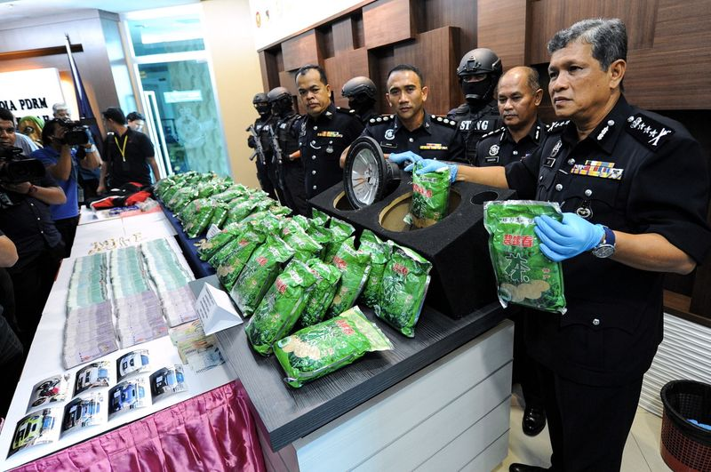 8 People Arrested For Drug Trafficking, 7 Are Malaysian Police Officers - World Of Buzz 2