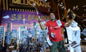 Indonesian Traveler Wins RM3.1 Million From Buying A T-Shirt At Changi Airport - World Of Buzz