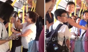 Singaporean Young Man And Elder Auntie Fight On Bus, Both Kick And Spit At Each Other - World Of Buzz 1