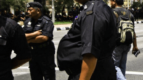 Malaysian Policemen Live Beyond Their Means, Now In Heavy Debts - World Of Buzz 1