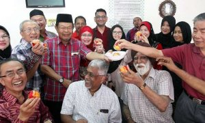 Mosque in Kuala Lumpur Welcomes All Races and Religions to Their Chinese New Year Open House - World Of Buzz 3