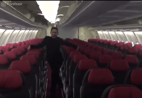 "Air Asia Steward Dances To Britney Spears' ""Toxic"", Catches Tony Fernandes' Attention - World Of Buzz 2"