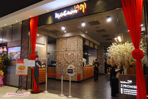 Immigration Officers Detained Pavilion Kyochon's Foreign Staff, Even Though They Had Legal Permits - World Of Buzz 2