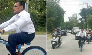 Pahang MB Rides Bicycle on Road and Causes Massive Traffic Jam - World Of Buzz 9